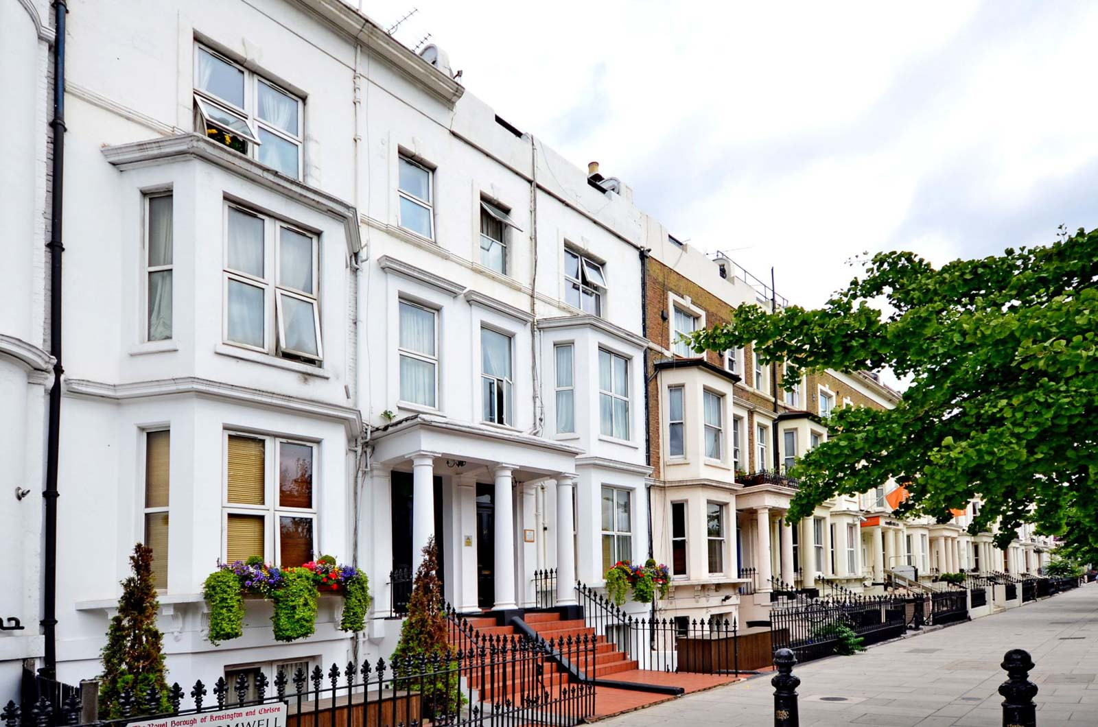 Earls Court London – The Definitive Local Area Guide - Renting in Earls Court