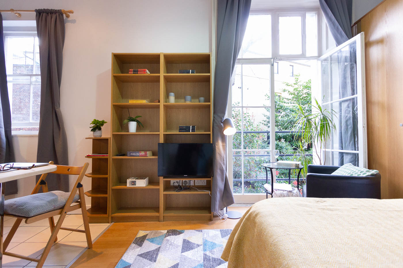 Is it better to rent a furnished or unfurnished flat? - Furnished studio apartment Bloomsbury, London